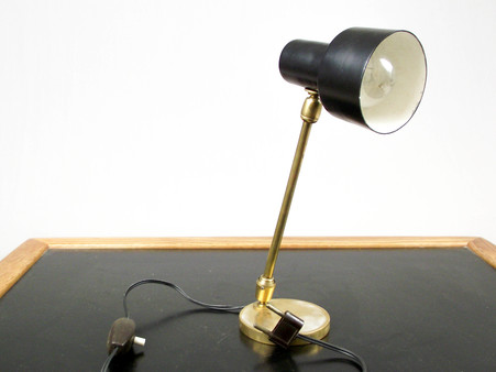 Black_table_lamp_2_